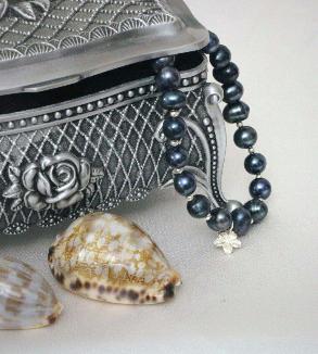 Blue pearl bracelet with flower pendants-MainImage