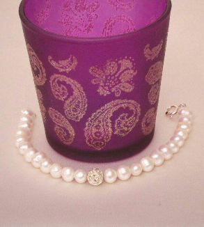 White pearl bracelet-MainImage