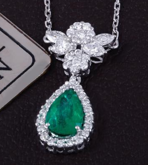 Emerald Pendant and  earrings-MainImage