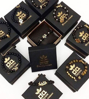 انواع دستبند سنگ و طلا-MainImage