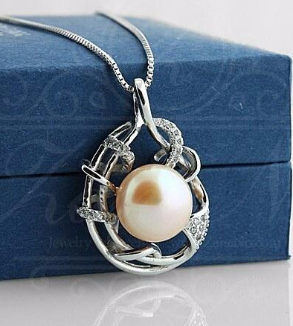 Silver pendant and natural pearl-MainImage