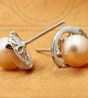 Silver Earrings and Natural Pearl-MainImage